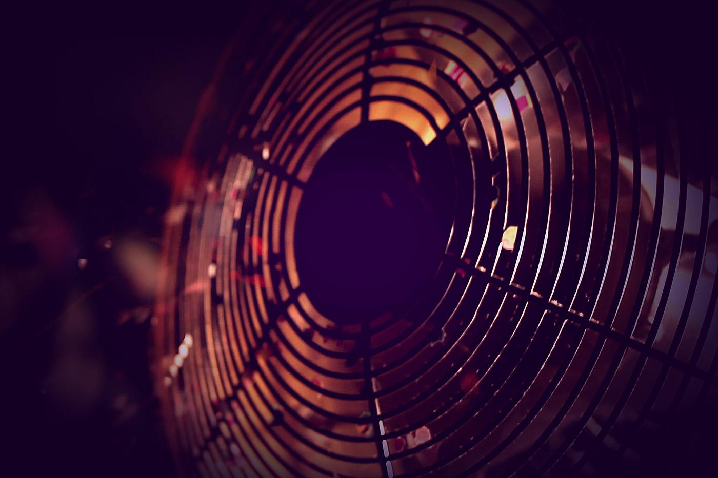 swing-vr-virtual-reality-turbo-boost-wind-machine_confetti